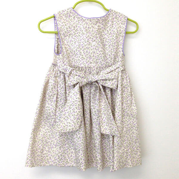 hand smocked girls' dresses